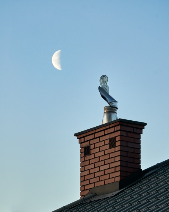moon_chimney2